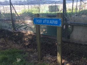 Het straatnaambord van oud-voorzitter Evert Uitslag.